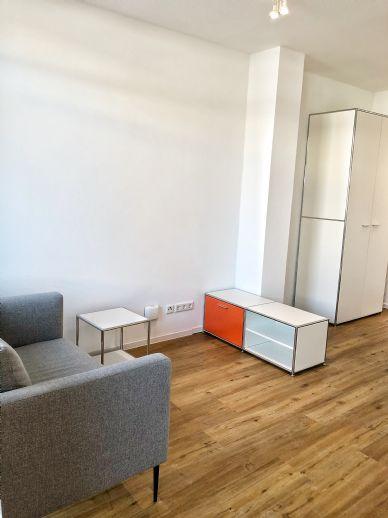 Helle 1-Zi Wohnung - vollmöbliert mit Terrasse und bodentiefen Fenstern
