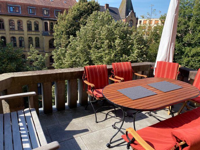 Elegante großzügige Belletage Wohnung mit vier Balkonen mitten im vorderen Westen