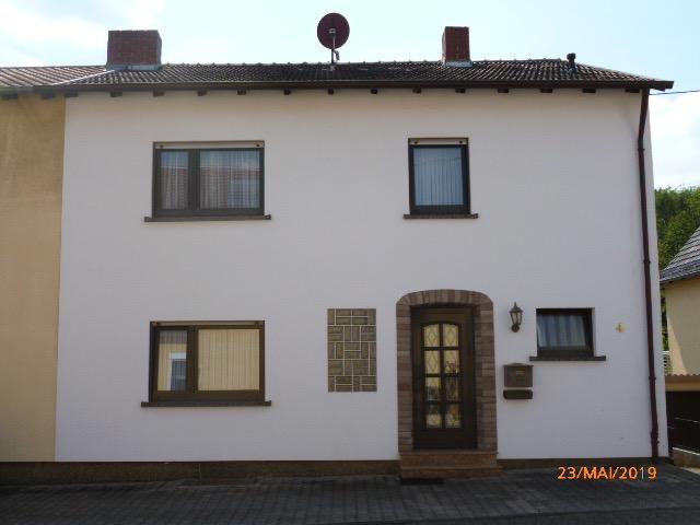 Wannemacher Immobilien **** RESERVIERT Schönes Ein bis Zweifamilienhaus in ruhiger Sackgasse direkt am Wald ****