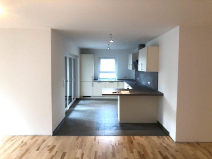 Erstbezug: 3-Zimmer-Wohnung mit gehobener Ausstattung, Terrasse & Garten