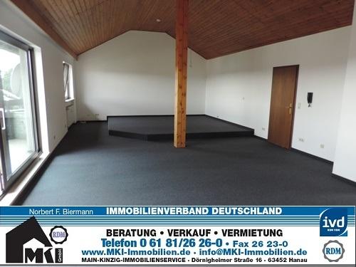 1-Zimmer-DG-Studio-Wohnung auf 82 m²