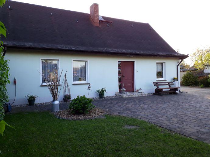 5-Zimmer-Haus mit Dopelgarage u. großem Garten