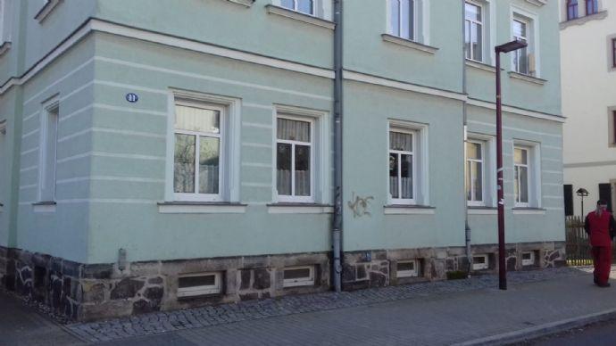 sonnige 2,5-Zimmer-Maisonette-Wohnung mit Balkon, Einbauküche und Stellplatz