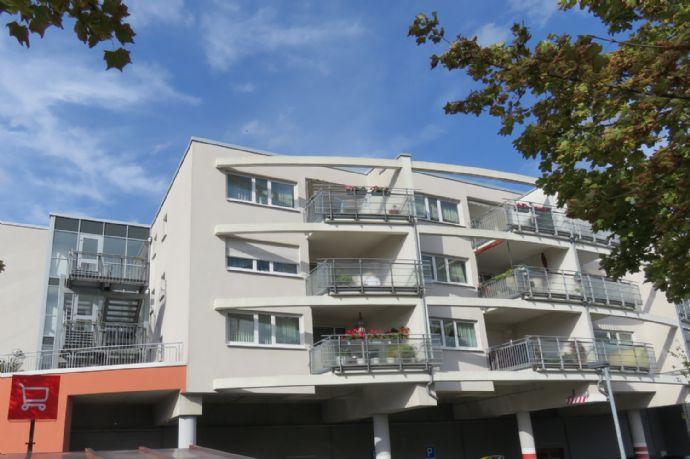 DRESDEN - Kleinpestitz  praktisch geschnittene Wohnung mit Einbauküche und großem Balkon im Dresdner