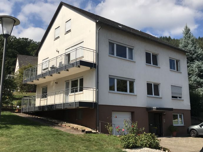 Traumhaftes Zweifamilienhaus mit Ausbaureserve, Großes Grundstück mit gepflegtem Garten in guter Wohnlage