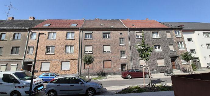 Erwecken Sie dieses 3- bis 4-Familienhaus aus dem Dornröschenschlaf!