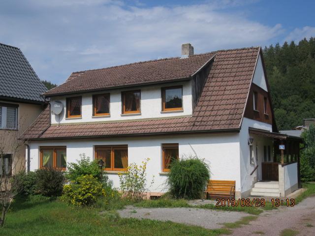 Beliebter Wohnstandort im Suhler Ortsteil Mäbendorf - Wohnhaus in ruhiger, sonniger Randlage - auch für zwei Familien geeignet