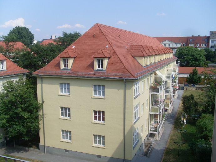 Geheimtipp! Bieten sehr ruhig und grün gelegene 1-RWE mit separater Wohnküche und Bad mit Fenster und Wanne!