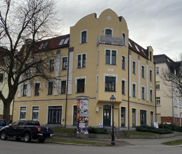 Attraktives Apartment im 1. OG, schönes Wohnzimmer mit Erker und offener Küche, vermietet