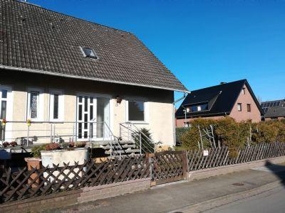 Doppelhaushälfte mit viel Platz und großem Garten