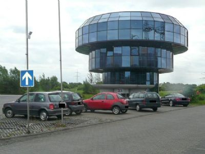 Turm u. Parkplatz
