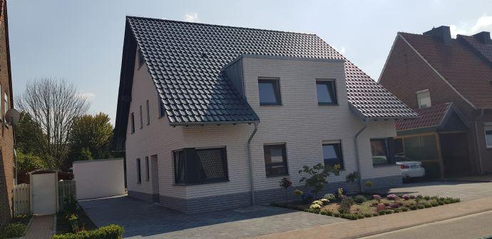Wunderschöne Neubau-Doppelhaushälfte im Zentrum von Ahaus! KFW 40