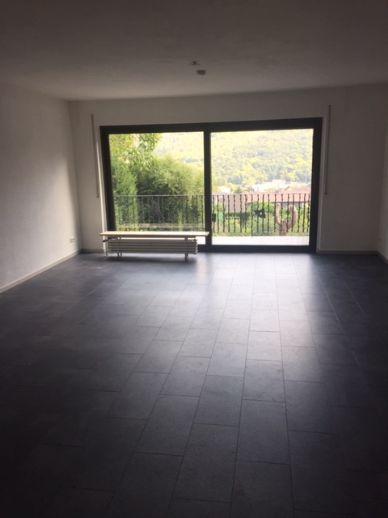 Schön renovierte Erdgeschoss 4-Zimmer-Wohnung in Kreuzau Obermaubach, mit Balkon und Terrasse.