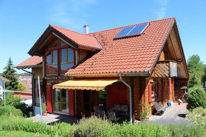 Einfamilienhaus mit Garage und Carport in attraktiver Randlage in Göllsdorf