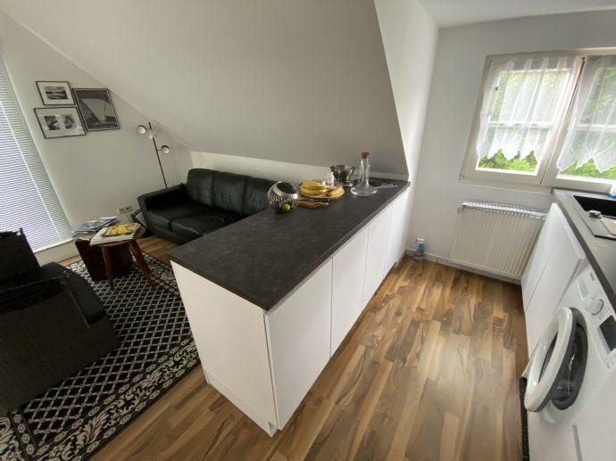 *Schöne Maisonette-Wohnung, mit 2 Balkonen, in begehrter Wohnlage + Rheinnähe*