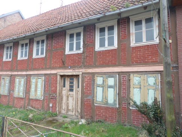 Schnäppchen für Handwerker: Einfamilienhaus mit Nebengebäude