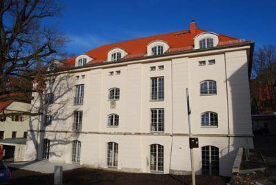 ruhig gelegene 5 Zimmer-Wohnung mit Terrasse und Kamin