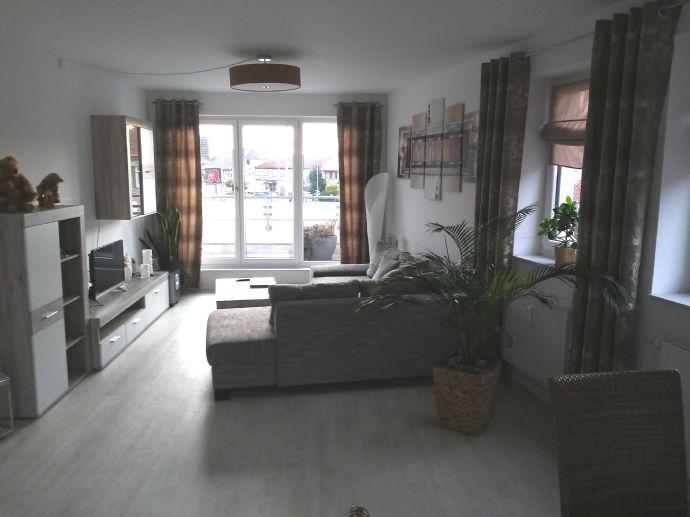 hochwertige 2 Zimmerwohnung (BJ 2016) inkl. Einbauküche + großem Balkon in verkehrsgünstiger Lage