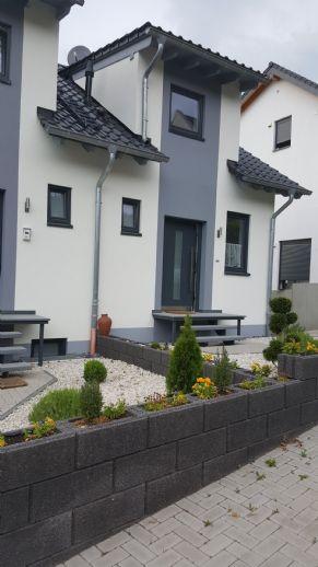 Neubau-Einfamilien-Doppelhaushälfte mit Garten in Kasel