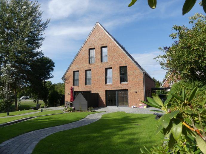Ein Sahnestück in Sackgassenlage...neue Doppelhaushälfte mit Carport, Abstellgebäude und toll angelegtem Garten sowie 2 Terrassen