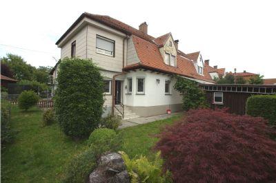 Doppelhaushälfte - Altbau mit Sanierungsbedarf
