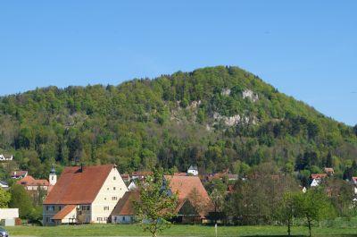 Blick von Sen.residenz auf Hohenstädter Felsen