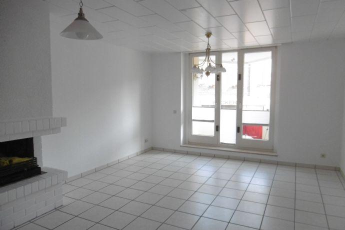 Schicke 3 Zimmerwohnung mit Einbauküche und Balkon
