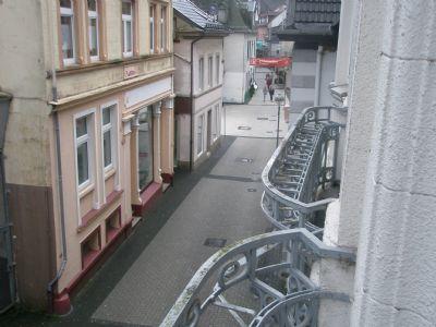 Blick von den Balkon in die Fußgängerzone