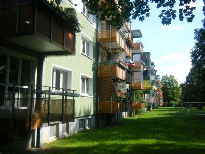 Gartenansicht mit Balkonen