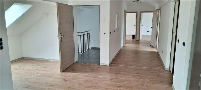 sehr schöne 119 m² Dachgeschosswohnung mit 3 Zimmer in Rothenstadt zu vermieten.