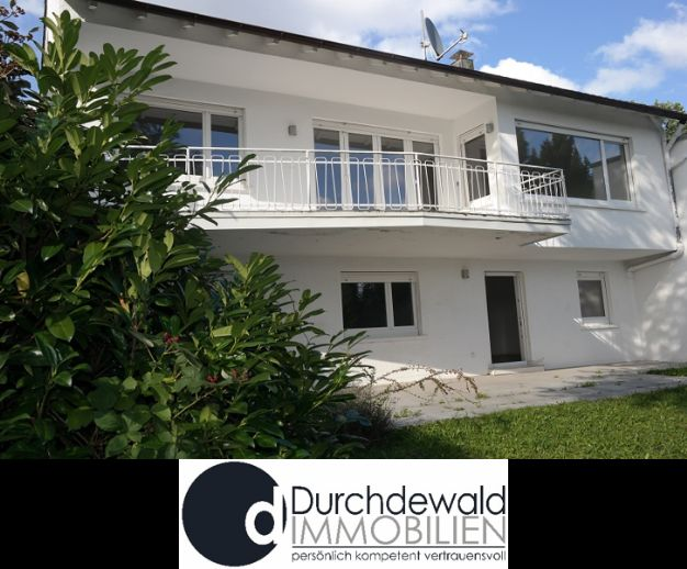 Großzügiges Einfamilienhaus mit schönem Blick ins Grüne in ruhiger Lage