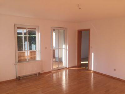 sch ne gem tliche 2 zimmerwohnung mit wintergarten terrasse und gro em hwr zu verkaufen. Black Bedroom Furniture Sets. Home Design Ideas