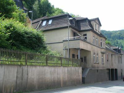 Wohnhaus mit angrenzender Gewerbehalle