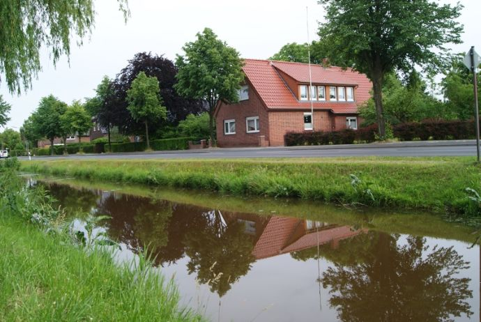 Wohnhaus mit gepflegtem Grundstück für eine Familie - zentral am Kanal