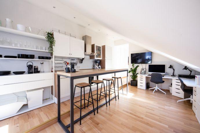 Gemütliche 2-Raum-Altbauwohnung mit EBK, Balkon, Bad mit Wanne zu vermieten!