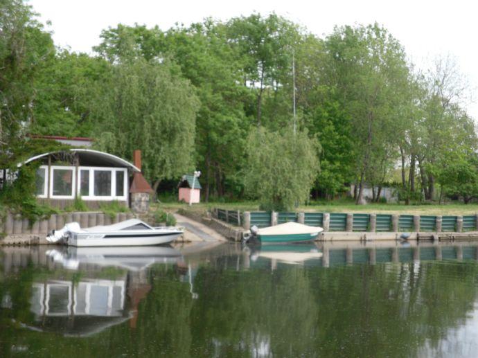 Wassergrundstück in Nienburg ( Saale ) ideal für Wasserwanderer, mit 50 m breitem Zugang zur Bode / Saale