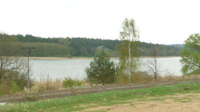 Blick vom Baugebiet über den See