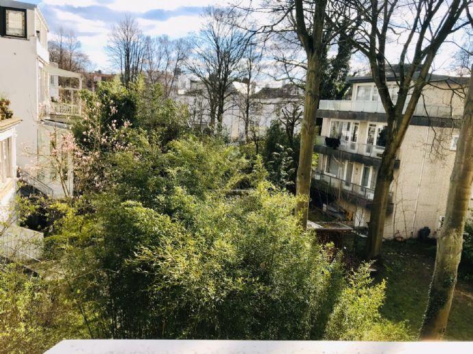 Zauberhafte Wohnung mit großzügigen Balkon in Alsternähe