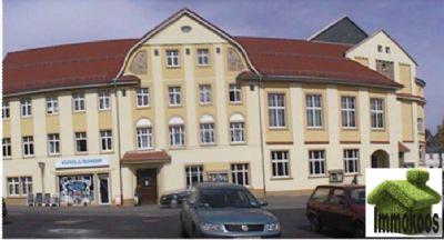 Stellplatz und Gebäude