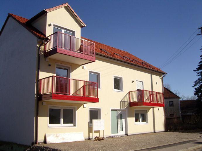 Moderne, helle 2 Zimmer DG-Wohnung mit schönem Balkon und EBK