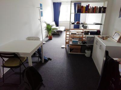 Zimmer (wird ohne Möblierung angeboten)