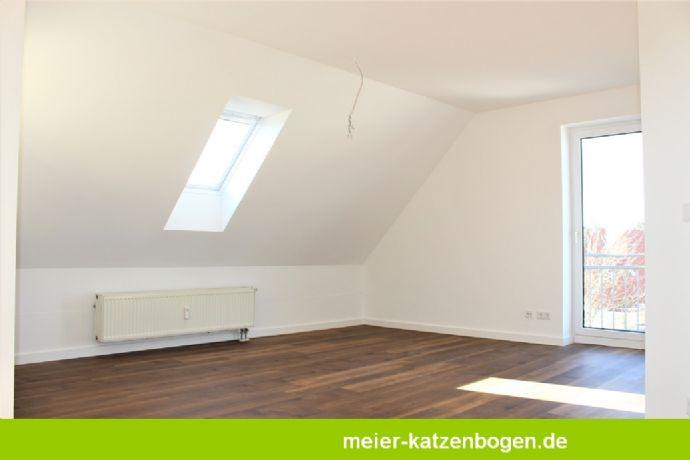 IN ARBEIT! - Renovierte 3,5 Zimmerwohnung mit Küche und Carport in Friedrichshofen