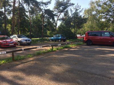 Parkplatz fest gemietet oder frei vor dem Haus