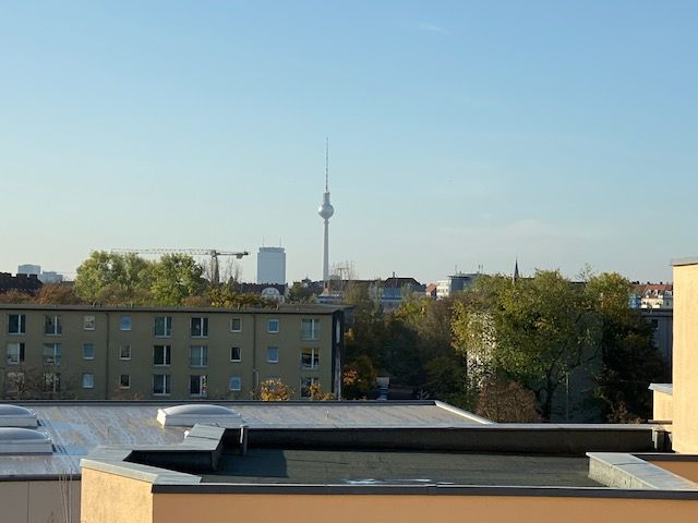 bezugsfreies 3 Zimmer-Dachgeschoss mit 2 Balkonen und Fernsehturmblick