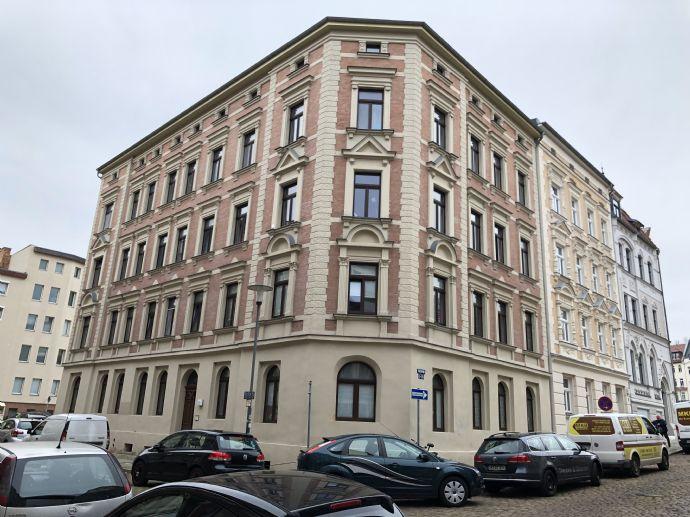 Altbau mit Charme - 3-Raum-Wohnung mit Tageslichtbad und Balkon!