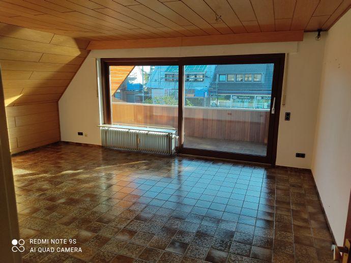 2-Zimmer-Wohnung, zentrale Lage, mit großem Balkon ( 10 x 2 Meter)