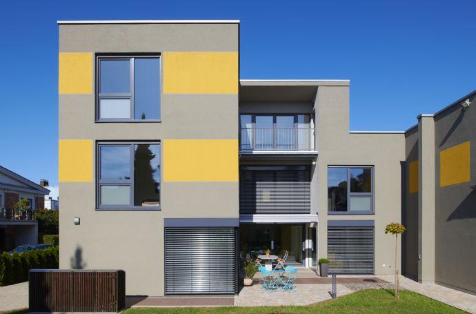 Stadtvilla im Bauhausstil - Wohnen oder Büro-/Praxis- u. Beratungsräume in einem Haus