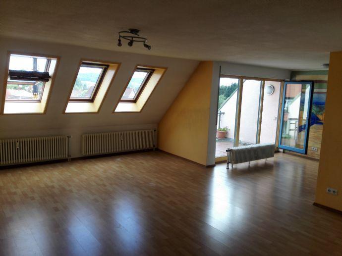 Gepflegte Dachgeschosswohnung über den Dächern