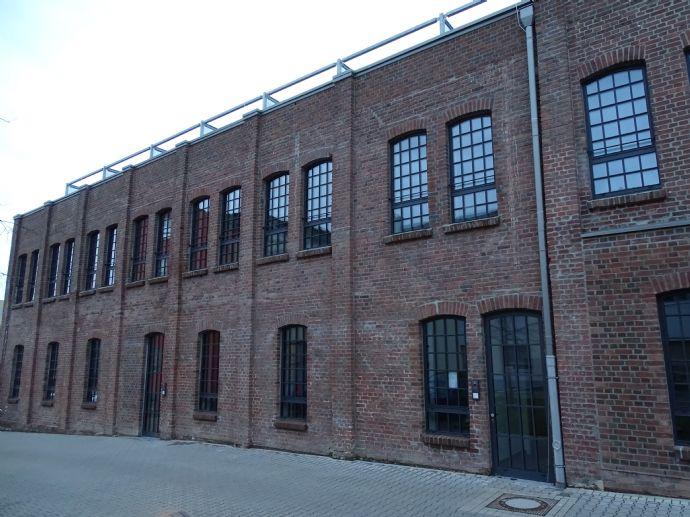 barrierefreie, moderne, vollsanierte 2,5-Zimmer-Wohnung mit Dachterrasse vis à vis Altenzentrum