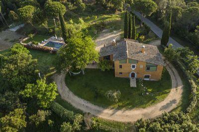 Villa mit umzäunten Pool und SPA mit 6 SZ und 4 Bäder für ung. 14 Gäste